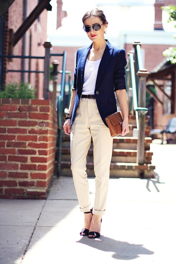 I know that, even fit, a girl with my hips shouldn't wear pleated pants. But look! With the belt, and the blazer and tee...