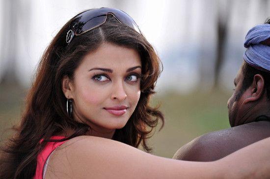 Beautiful Aishwarya Rai Bachchan's Robot movie stills! | PINKVILLA