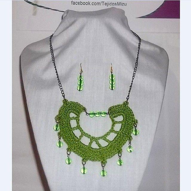 Collar 89: hilo verde claro. Con aros. Ch$6.000.