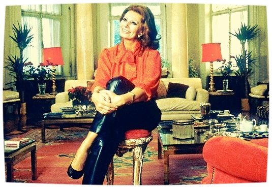 https://flic.kr/p/HxdHsw | 0000222971-002 | 26 Nov 1986, Geneva, Switzerland --- Italian Actress Sophia Loren relaxes in her living room at home in Geneva. --- Image by © Julio Donoso/Sygma/Corbis