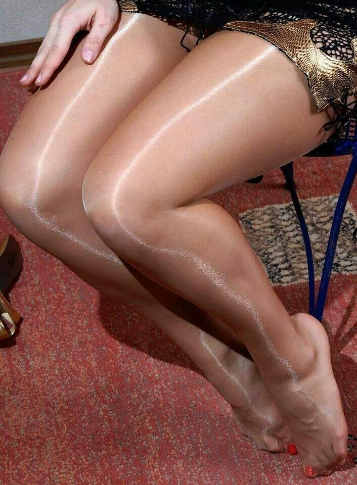 men-and-women-in-shiny-pantyhose