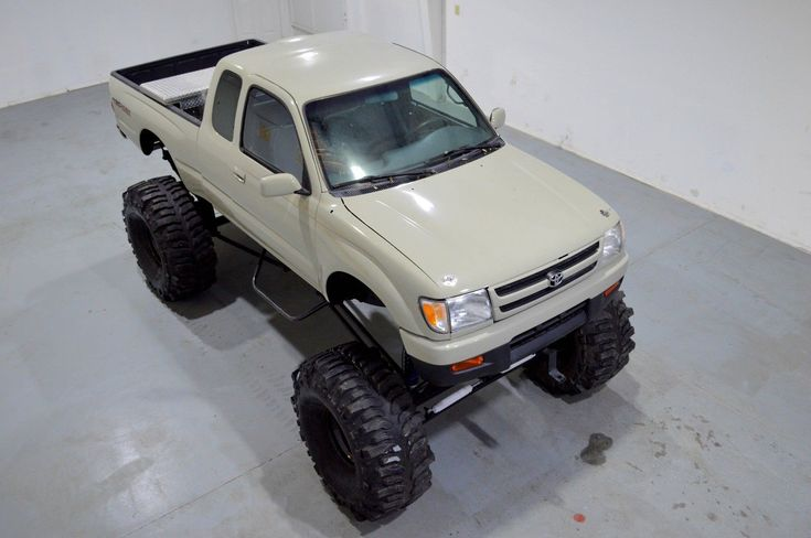 1997 Toyota Tacoma CUSTOM LIFTED TRUCK, OVER 35000 INVESTED , 302 V8 ENGINE , $1 NO RESERVE FL