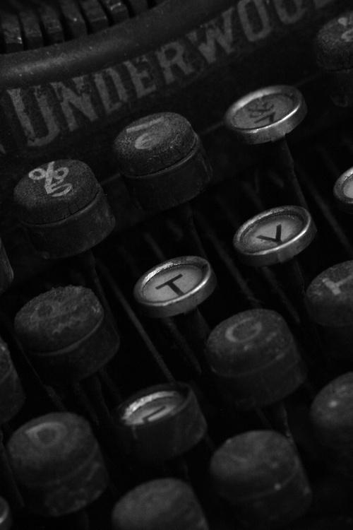 Buena máquina de escribir.