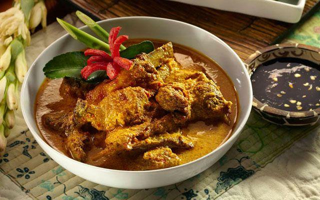 Indonesian Food. Gulai Kambing. Recipe in Dutch.