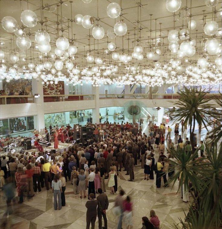 Heinz Graffunder, Palast der Republik Foyer; 'Erichs Lampenladen', 1974-76