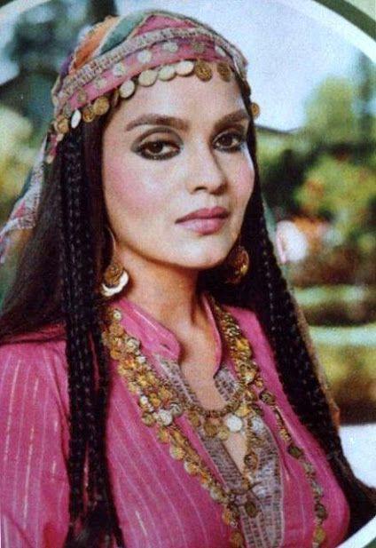 Zeenat Aman 332 best images...