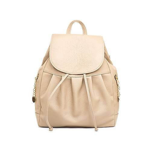 Luxusný kožený ruksak z pravej hovädzej koževhodný ako na krátkodobé vychádzky do prírody tak aj ako moderný a trendydoplnok do mesta. Do ruksaku vložítevšetko podstatné.Ak si želáte zanechať t...