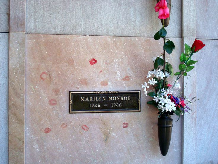 funnywebpark: The World's Most Famous Celebrity Grave Sites