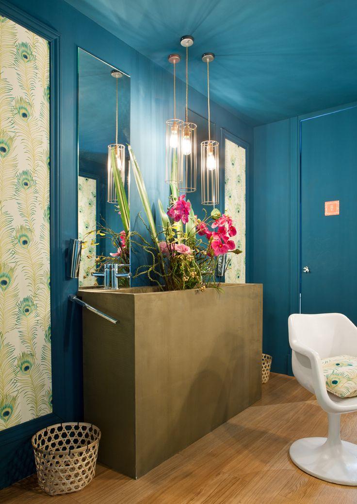 Cuarto de baño con tocador realizado por Cristina Barriga en Casa Decor Madrid 2014.