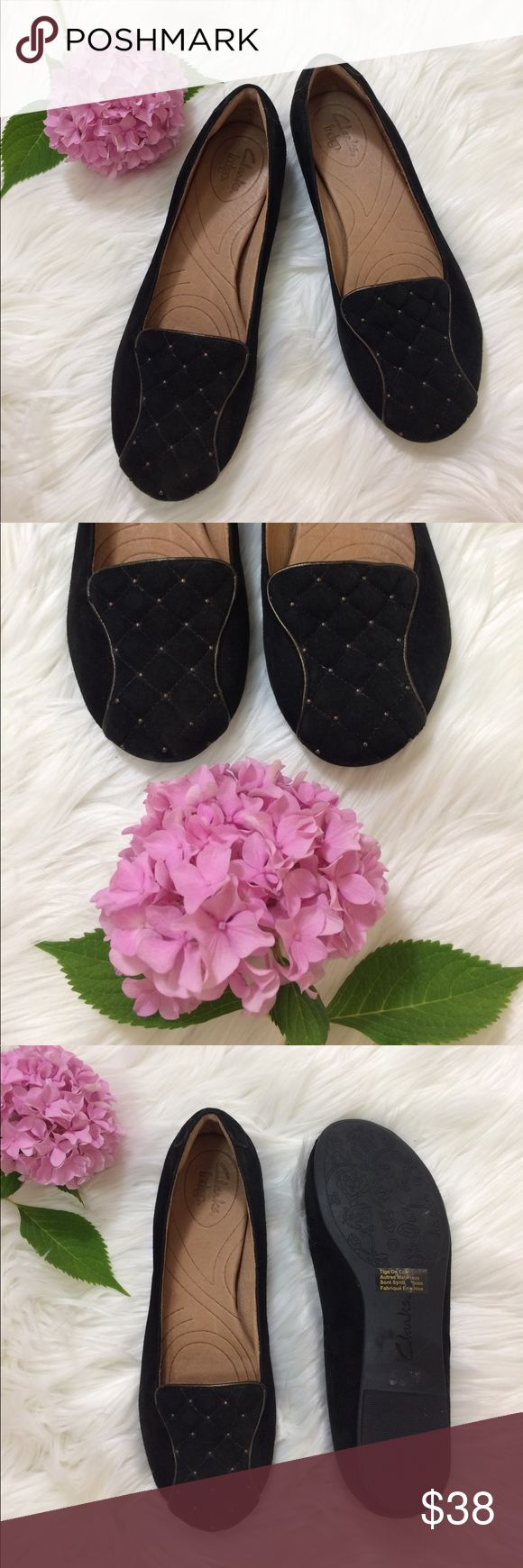 Clarks Indigo // Leather Loafer with Quilted Toe Clarks Indigo // Leather Loafer with Quilted Toe. Black with bronze accents. Like new; still has sticker on soles. Leather upper. Soft exterior. Size 8 -- true to size. 🌷🌷🌷Item will be removed 8/24 -- get it before it's gone (offers accepted) 🌷🌷🌷🌷 Clarks Shoes Flats & Loafers