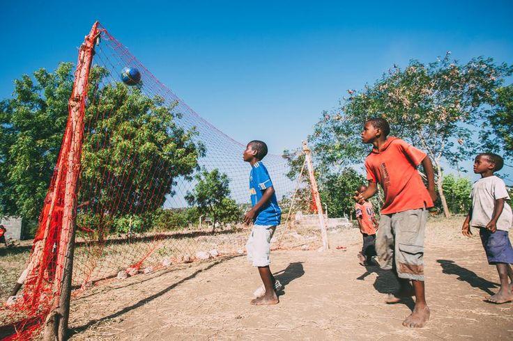 Community sport volunteering i Tanzania. http://www.artintanzania.org/en/internships-in-tanzania-africa/types-of-projects/sports-coaching-volunteer-tanzania-africa?utm_content=buffer86013&utm_medium=social&utm_source=pinterest.com&utm_campaign=buffer