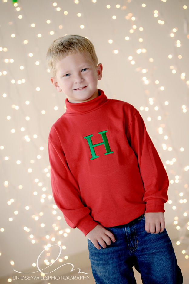 A great idea for an easy do-it-yourself holiday photo backdrop  http://www.propinsanity.com/how-to-holiday-backdrop/