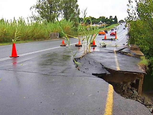 Soweto, ECape Floods | A section of Witkoppen Road near Pritchard Street, Jukskei Park, collapsed following heavy rains in Gauteng. | Photo eNCA