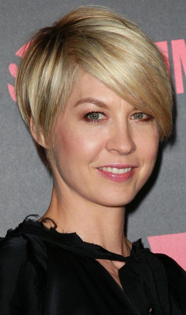 coupe courte femme de 30-40 ans avec frange longue, Jenna Elfman