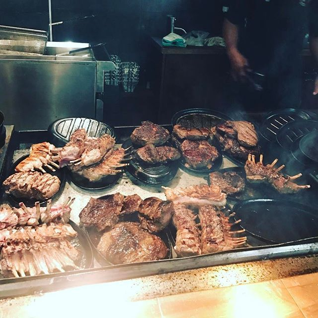 夜はステーキ店へ。とにかく驚くくらい肉が大きい!!そしてシェア禁止。。 #aukland #newzealand #出張 #ニュージーランド #オークランド #肉