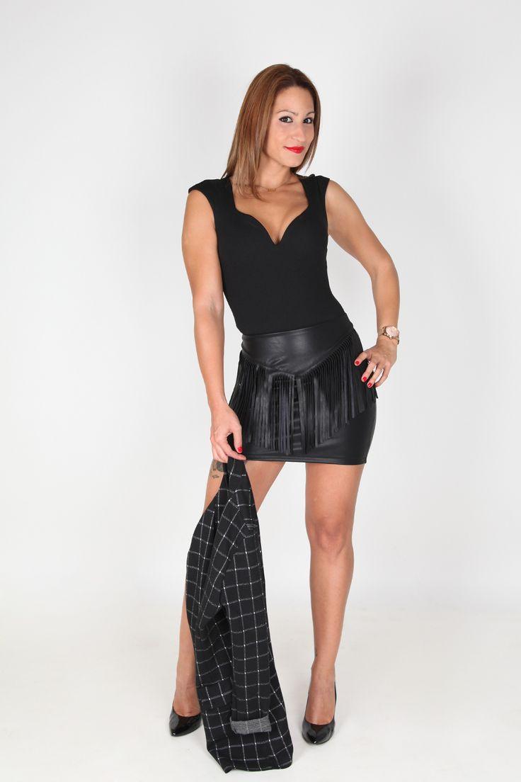 Faldas de #cuero decoradas con #flecos