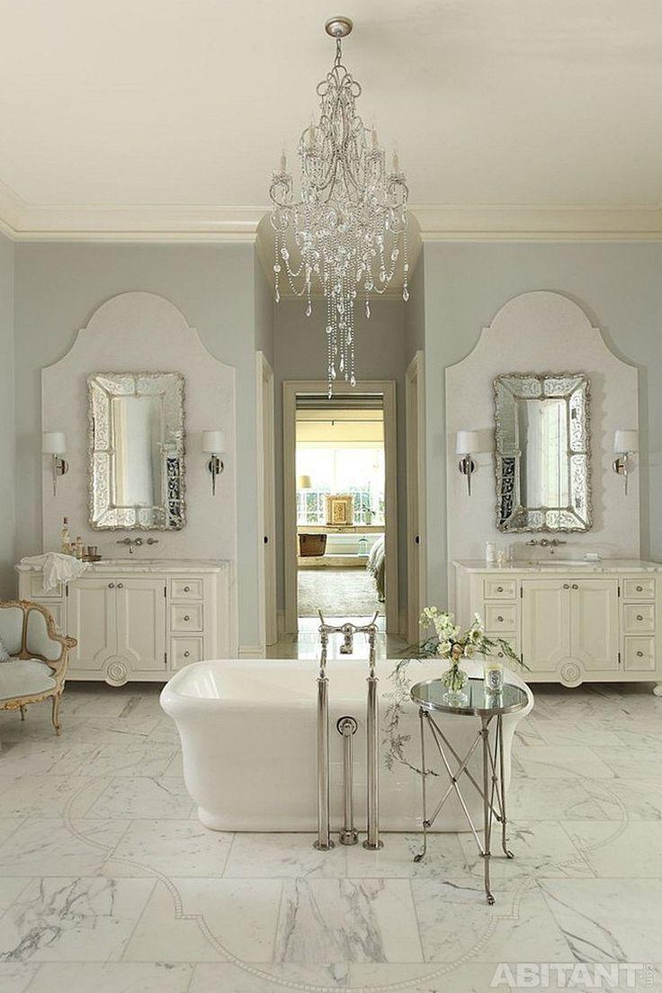 Ванная комната с мраморным полом