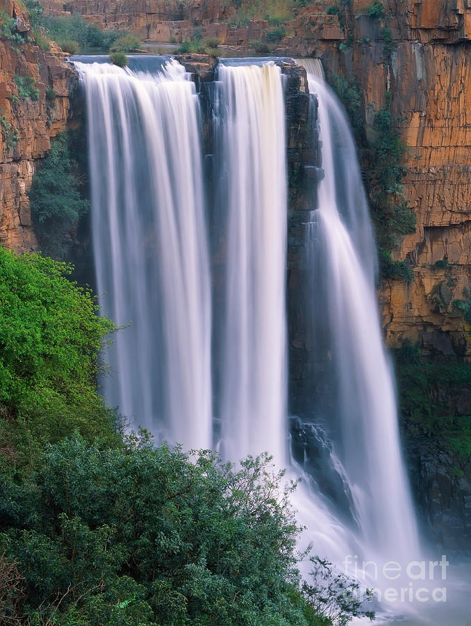 ✮ Elands River Falls - Mpumalanga, South Africa. Stop at the ZASA tunnel at Waterval Boven and a heritage walk to view this spectacular waterfall