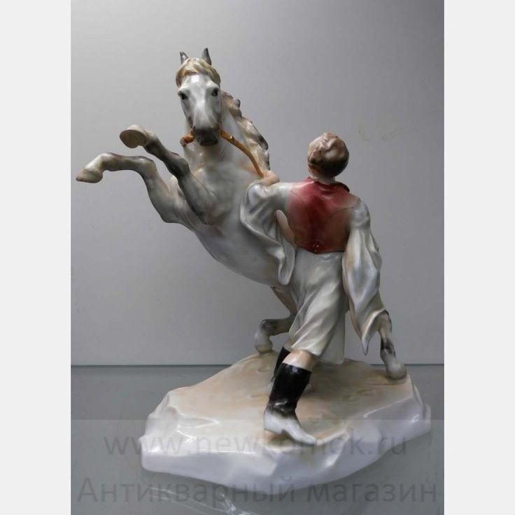 """Фарфоровая статуэтка """"Укрощение коня"""". Herend."""
