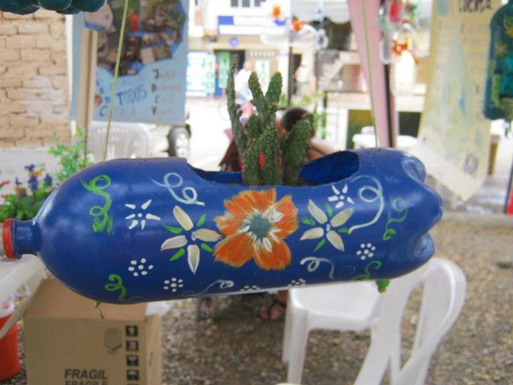 materas hechas con envases de gaseosa..ayuda la planeta ..