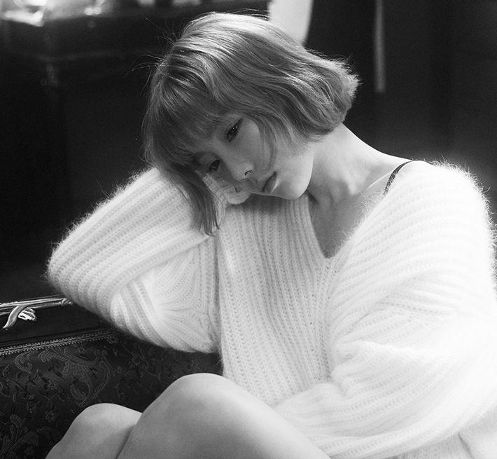 TaeYeon 'Rain' Teaser Trailer in Black and White; Is She Heartbroken? - http://www.australianetworknews.com/taeyeon-rain-teaser-trailer-black-white-heartbroken/