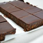 http://www.tudasfaja.com/dios-csokolades-kekszkocka-sutes-nelkul-minden-csokirajongo-szeretni-fogja/