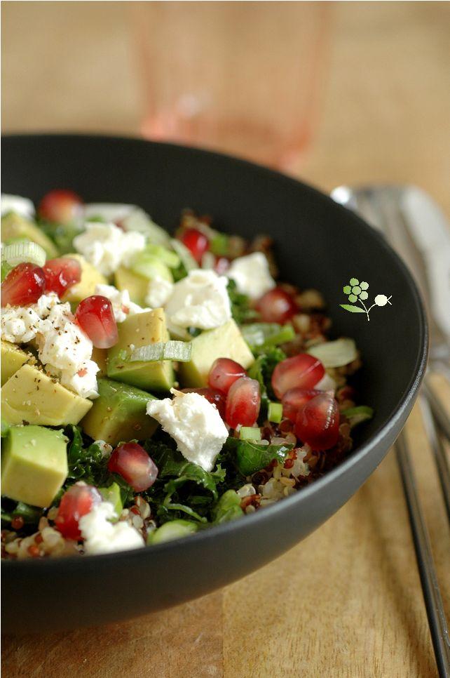 Salade quinoa, kale mariné, avocat, feta, grenade & sauce lait de coco-coriandre-curry vert_3