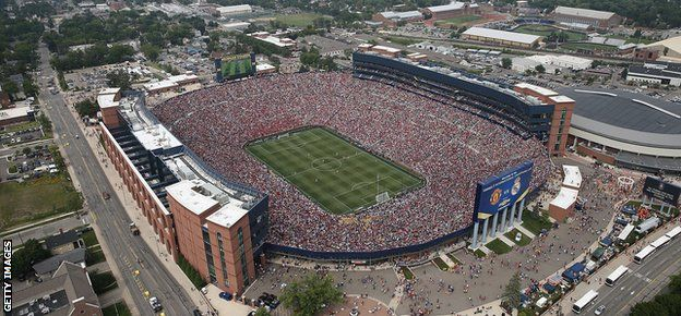 University of Michigan Stadium - 109,318 people watch Manchester 3-1 Real Madrid.