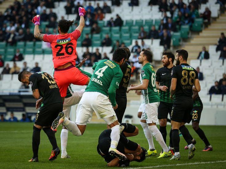 Süper Lig'in 11. hafta mücadelesinde Bursaspor sahasında konuk ettiği Akhisar Belediyespor ile golsüz berabere kaldı.