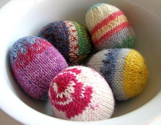 socks &co: knitted easter eggs