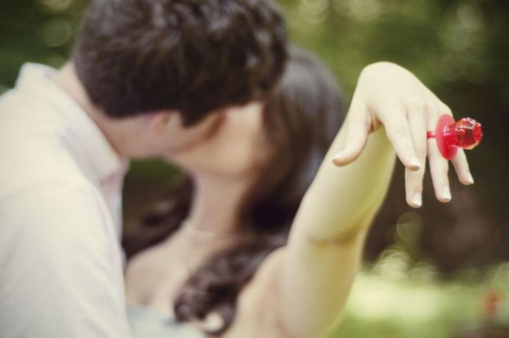 omg...i want to do this for an engagement picture....and, i would get to eat the ring pop later! :)
