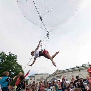 Deus ex Machina, Bulles /// danse aérienne, cirque contemporain