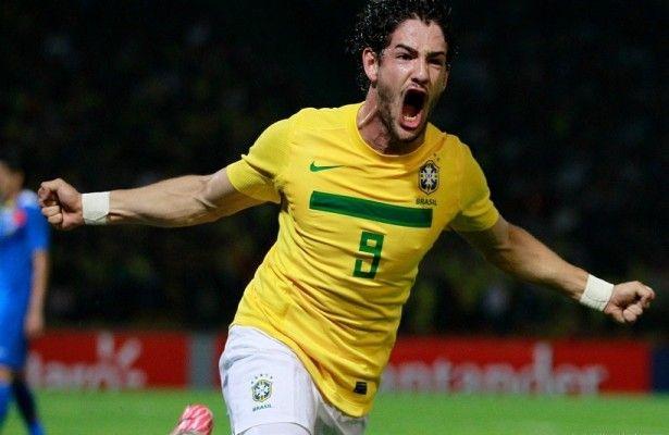 Alexandre Pato puede ir al Barcelona - La recuperación de nivel de Alexandre Pato en el futbol brasileño, harían que el jugador pueda tener una segunda oportunidad en Europa, y uno de lo...