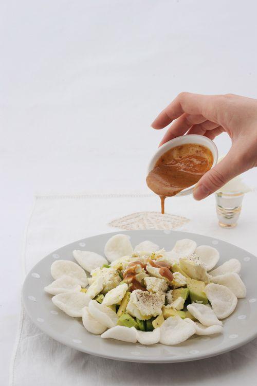 Insalata di Avocado e Feta con chips di gamberi cinesi e dressing al sesamo – La Cucina Psicola(va)bile di Iaia & Maghetta Streghetta