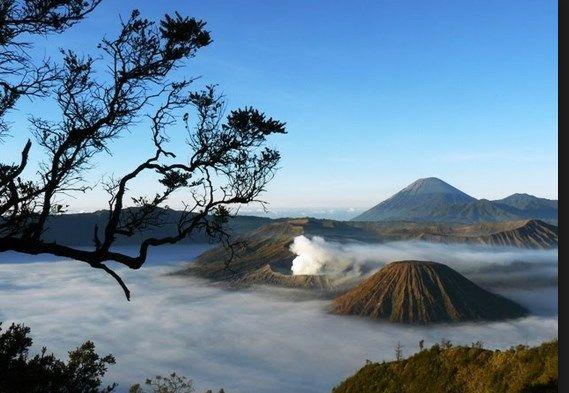 Keeksotisan Gunung Api yang selalu menjadi daya tarik wisatawan.