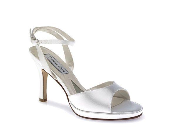Zapato de novia tipo sandalia. Perfecto para las bodas en jardín