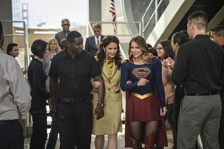 "Kara's All Smiles In These New Promotional Stills From SUPERGIRL Season 2 Episode 3: ""Welcome To Earth"""