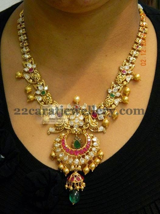Jewellery Designs: Chandbali Patterned Pachi Necklace