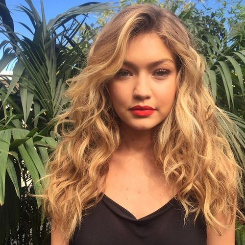 Love this simple, yet glamorous look on Gigi Hadid. The subtle red lips accents the natural eye look beautifully.