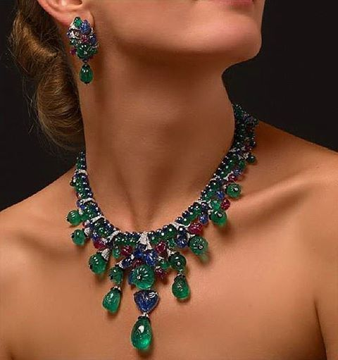 Cartier TuttiFrutti collection. Just unique! #cartier #tuttifrutti #colours #necklace #earrings #highjewelry #unique #icon #fabulous #amazing #paris #london #newyork #saudiarabia #qatar #kuwait #asia #instalike #instagood #instafollow #f4f #gold #famous #