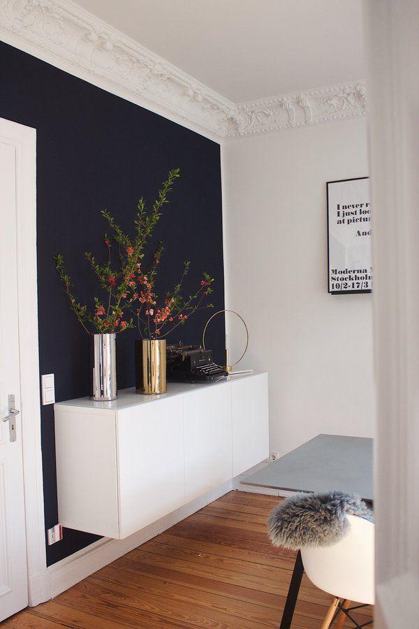 Ein Blick von der Küche durch das Esszimmer in das Wohnzimmer … und in den Garten