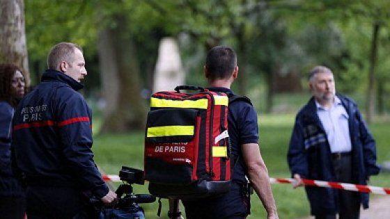 Colpiti anche tre adulti, anch'essi in condizioni critiche. Un'altra saetta si è abbattuta su un campo di calcio in Germania, ferendo 35 persone