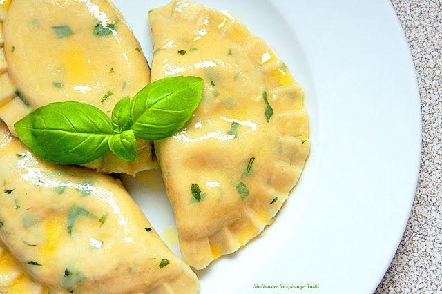 Kulinarne Inspiracje Futki: Pierogi ruskie z ciasta bazyliowego