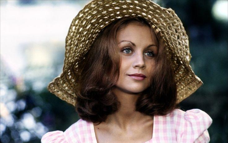 """5. Muriel Catalá in """"Faustine et le bel été"""" (1972); regia: Nina Companeez"""