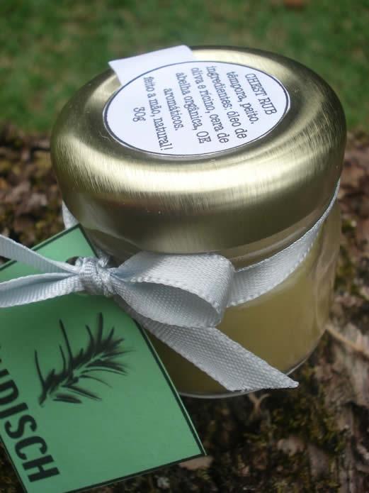 Chest Rub:Ele promove a respiração profunda e é seguro para toda a família usar. Os óleos essenciais orgânicos usados ajudam a acalmar e aliviar a tosse, resfriados pequenos e nariz entupido. Respire fundo e se sinta melhor! Ingredientes: Óleo de oliva e rícino, cera de abelha orgânica, OE de eucalipto globulus orgânico, eucalipto staigeriana orgânico, lavanda, hortelã-pimenta orgânico, ravensara orgânico, tangerina orgânica, tea-tree, manjerona silvestre e CO2 de alecrim orgânico.Preço…