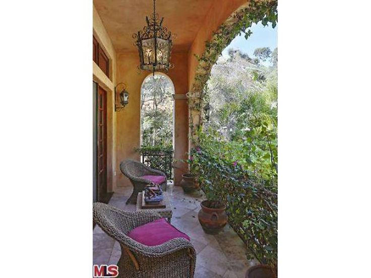Modern Family, Sofia Vergara's Beverly Hills Villa Home