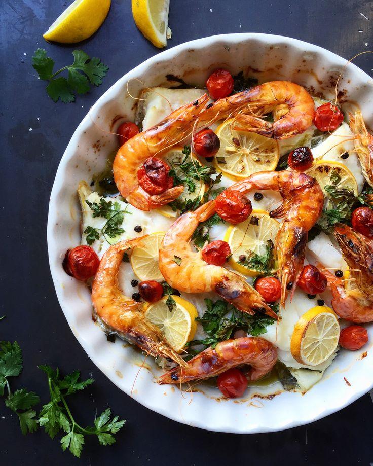 Треска запечённая с овощами и креветками