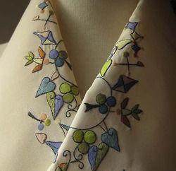 着物、半襟 (Kimono, Han-eri)