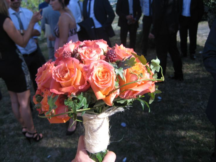 Bridal bouquet with orange Roses and Blackberries Brautstrauss mit orangfarbenen Rosen und Brombeeren Bouquet da sposa con rose arancioni e more