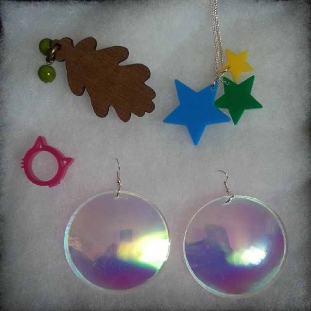 bubble earrings (via http://instagram.com/p/nK-au9K9ZO/#)
